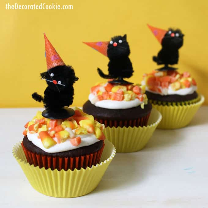 Easy cupcake decorating: Crushed candy corn cupcakes for Halloween. Sweet and simple Halloween cupcake idea for your party.