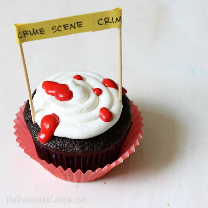 easy crime scene cupcakes for Halloween -- silly Halloween cupcake idea -- fun food for Halloween -- Halloween treats idea #Halloween #cupcakes #funfood #partyfood #crimescene