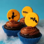 Halloween cupcakes topped with fondant full moon and an eerie scene. -- fun food for your Halloween party -- full moon cupcakes