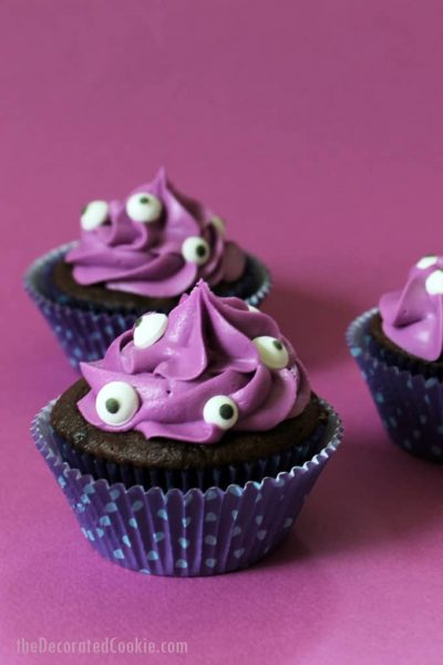 It's easy to turn cupcakes into monster cupcakes for Halloween. Just add candy eyes. An easy Halloween cupcake idea for your party or classroom treat. #halloween #cupcakes #candyeyes #purple #monstercupcakes #partyfood #funfood #monsterparty