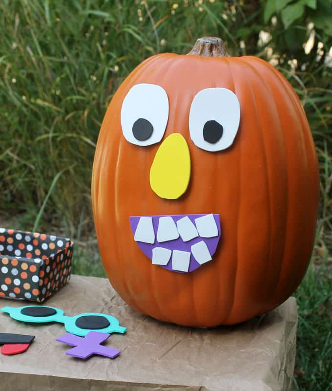 "This ""decorate me"" Jack O' Lantern pumpkin face craft for kids is a fun and easy School Fall Fest activity. DIY Halloween game idea."