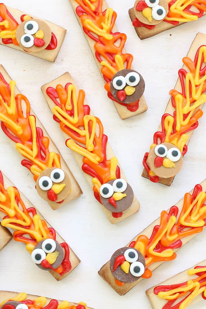 TURKEY COOKIE STICKS: Simple Thanksgiving turkey cookies. #thanksgiving #cookies #turkey #easycookies #cookiedecorating