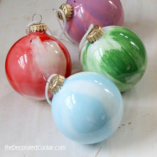 easy paint swirl ornaments: kid friendly Christmas craft