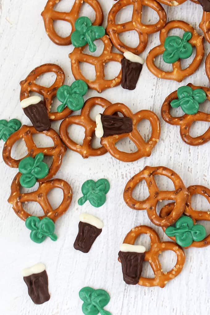 how to make Guinness and shamrock St. Patrick's Day snack mix with pretzels and chocolate