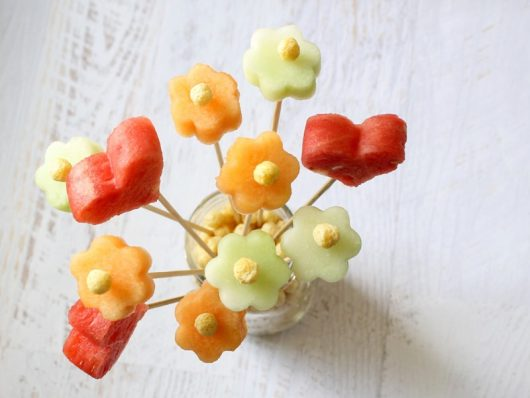 How to make a fruit bouquet for Mother's Day