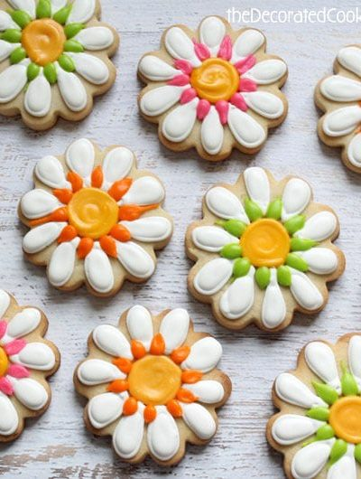 daisy decorated cookies
