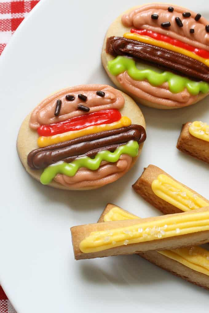Mini burger and fries cookies! Summer cookies idea, fun food for Father's Day, 4th of July, Memorial Day, and summer BBQs #SummerCookies