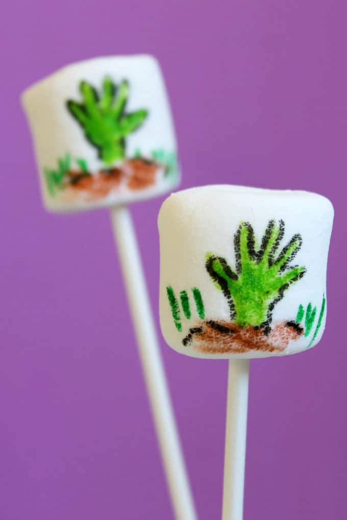 How to draw zombie hand marshmallows for Halloween. Food coloring pens and marshmallows for a kid-friendly, easy Halloween treat idea.