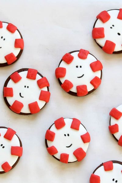 Adorable CHOCOLATE PEPPERMINT COOKIES from cake mix with fondant for a fun, clever decorated Christmas cookie idea.Just like the candy. #peppermint #cakemixcookies #chocolatecookies #christmascookies #fondant #cookiedecorating