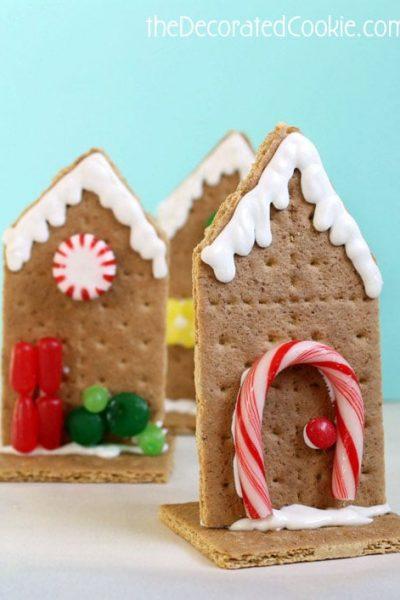 EASY 2D graham cracker houses for Christmas