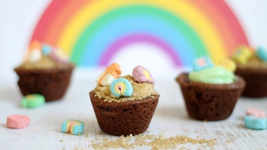 "Lucky Charms ""Pot of Gold"" Cookie Cups"