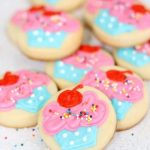 mini cupcake cookies (and a cupcake decorating kit)