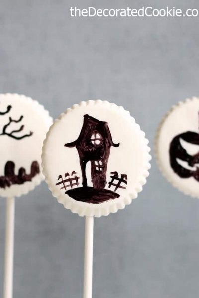 HALLOWEEN LOLLIPOPS: Painted chocolate lollipops Halloween favors #halloween #lollipops #partyfood #painting #chocolate #candymelts
