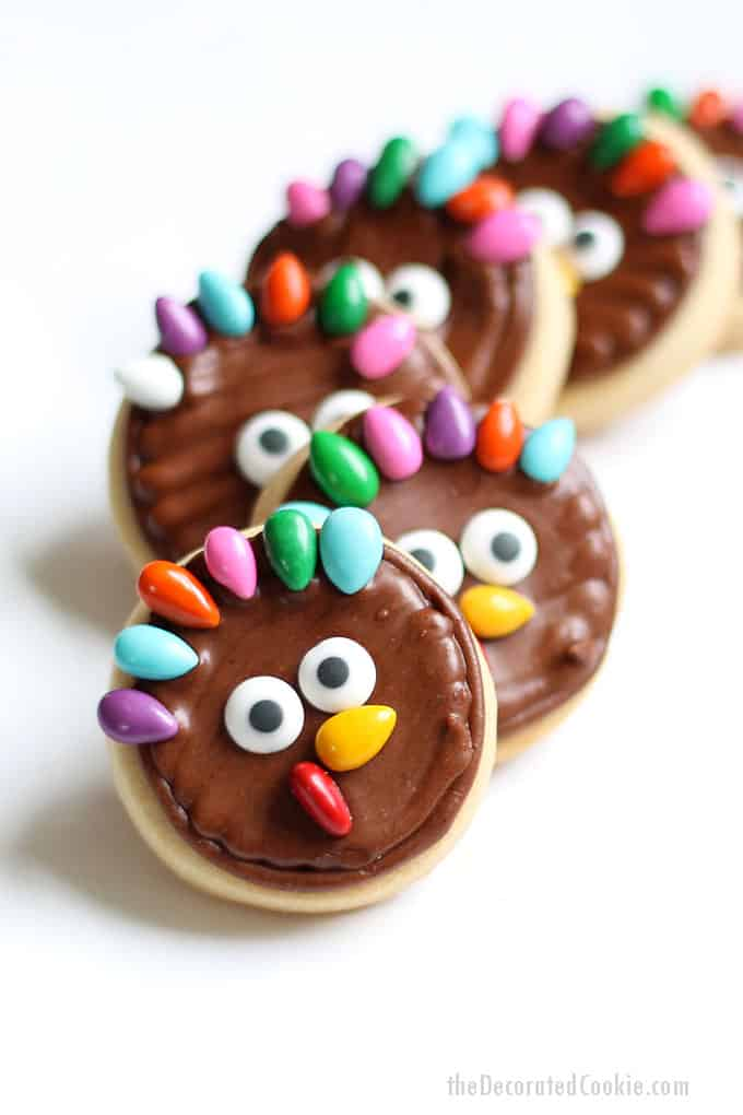 Cute and EASY turkey cookies for Thanksgiving, a fun food idea. These decorated cookies are perfect for a Thanksgiving treat or party favor.