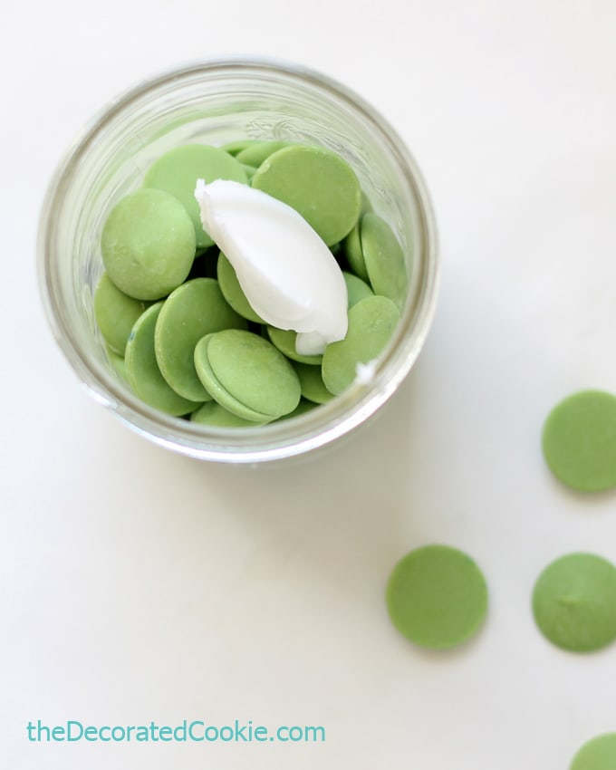 Grinch marshmallow pops