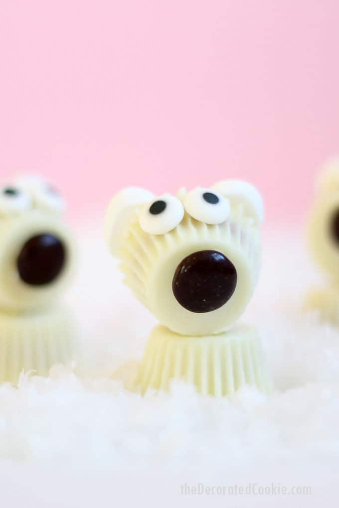 White chocolate mini Reese's Peanut Butter Cup polar bears are the cutest, easy, no-bake Christmas treats of the season. #nobake #christmas #treats #polarbear #reesespeanutbuttercup