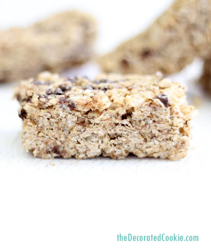homemade Quaker granola bars: copycat Quaker chewy chocolate chip granola bars