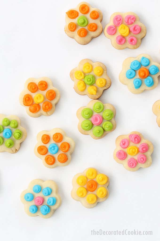 Easy daisy cookie bites, a cute dessert for spring or Mother's Day. Cut-out cookies with royal icing. Video tutorial for decorating cookies included.