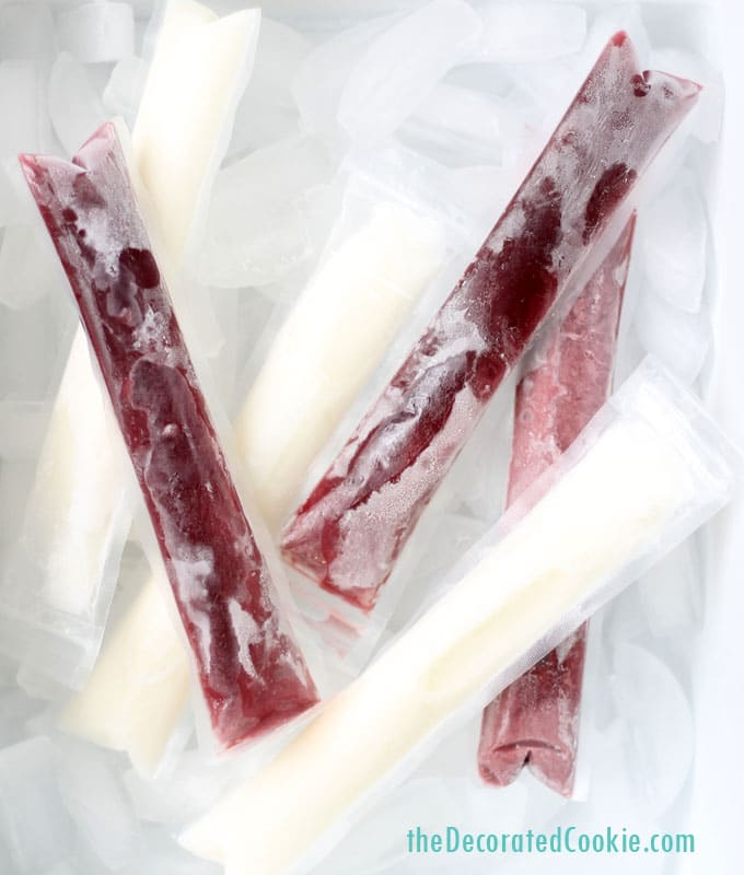 Wine popsicles idea: Make delicious, creamy, frozen wine ice pops for the beach or pool. The best adult summer treat idea. #WinePopsicles