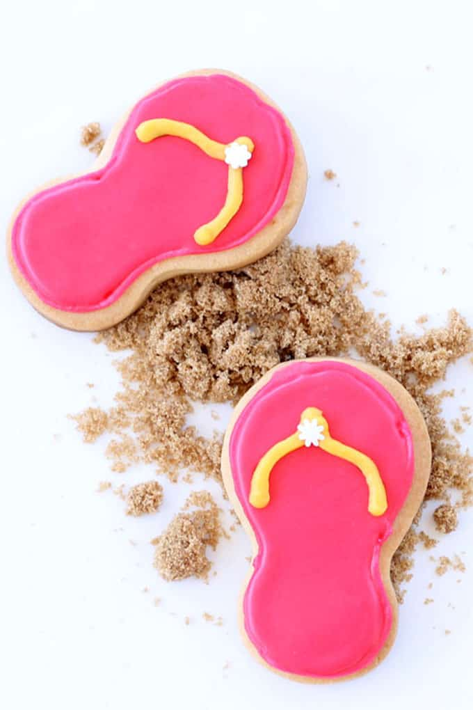 Summer cookies: How to decorate flip flop cookies with Sweet Sugarbelle's cookie cutters. A fun food idea and easy decorated cookie.