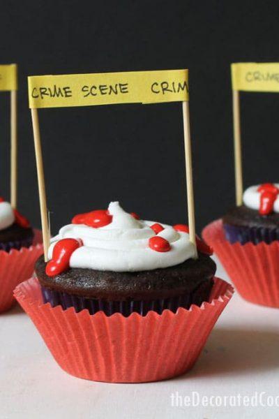 easy crime scene cupcakes for Halloween -- silly Halloween cupcake idea -- fun food for Halloween -- Halloween treats idea #Halloween #cupcakes #funfood #partyfood #crimescene