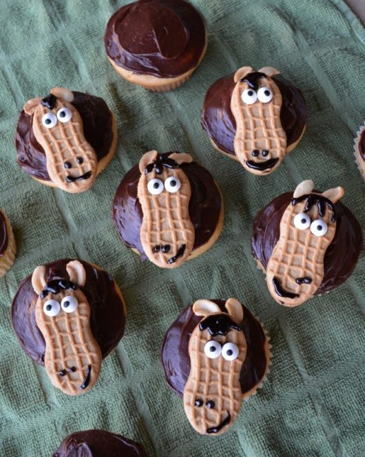 olympics-horse-cupcakes