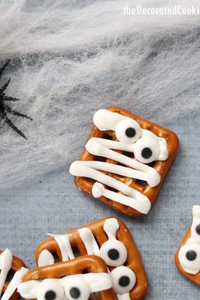 easy mummy pretzel treats for Halloween