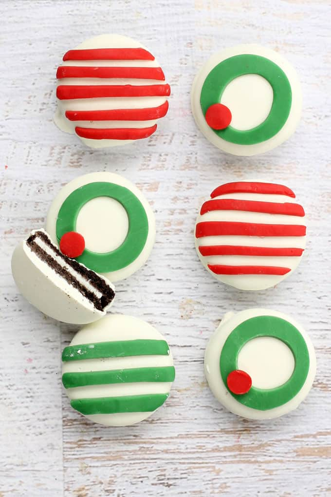 Candy clay Christmas Oreos --decorate store-bought Oreos for christmas