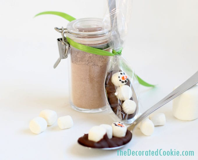 snowman chocolate spoons -- cute homemade Christmas gift idea