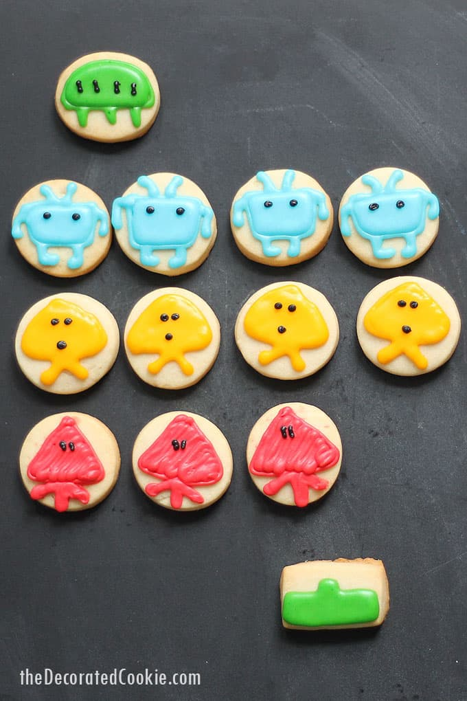 SPACE INVADERS COOKIES -- How to decorate the classic Atari video game cookies with royal icing. Fun 1980s party food idea.