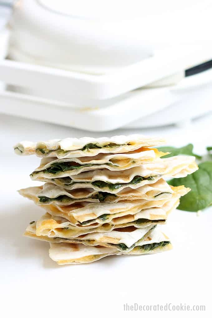Make waffle iron quesadillas: In 3 minutes, you can have a delicious spinach and cheese quesadilla, thanks to your waffle iron. Video recipe.