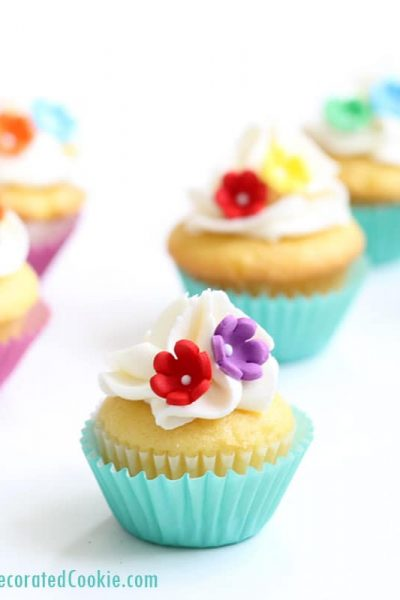 how to bake and decorate mini cupcakes