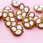 Easy Easter bunny pretzels -- chocolate pretzels