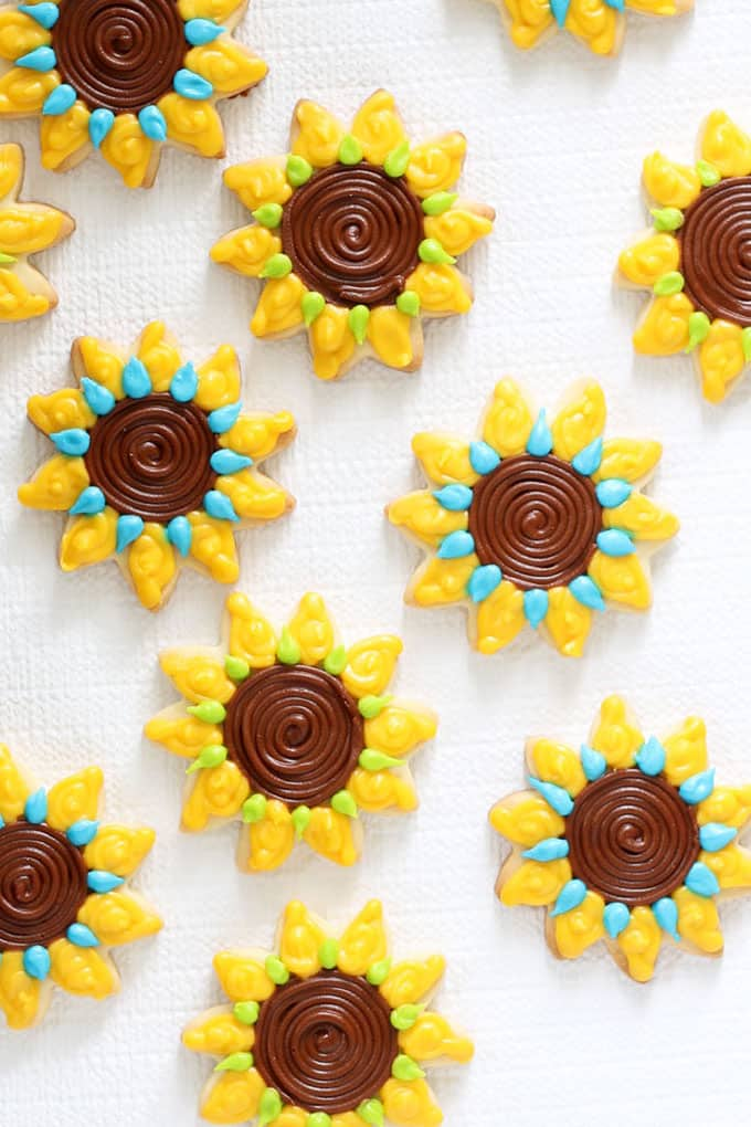 How to decorate sunflower cookies for fall with step-by-step video tutorial and cookie decorating instructions.