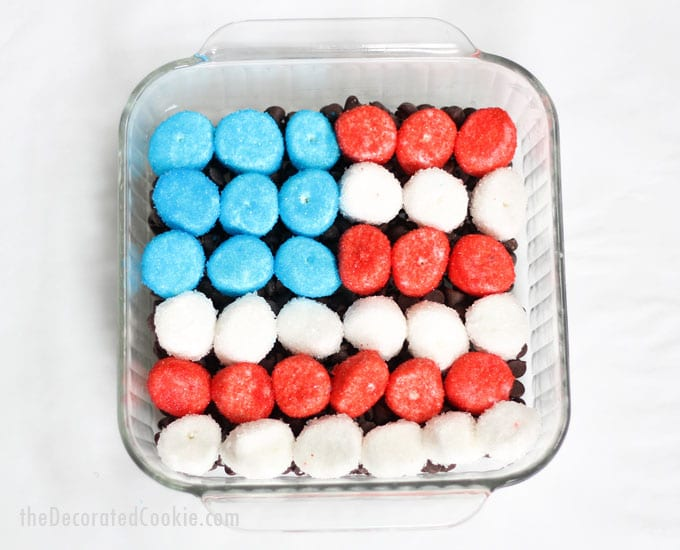 American flag s'mores dip -- fun and easy Summer dessert for the 4th of July and Memorial Day -- how to make s'mores dip