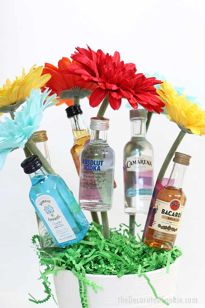 How to make a booze bouquet homemade gift idea.Great for hostess gifts, birthday gift ideas, Mother's Day gifts and more. Video included.