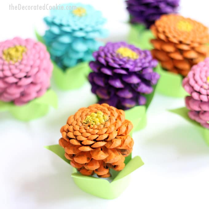 easy pinecone Zinneas -- pinecone crafts -- flower crafts -- centerpiece home DIY