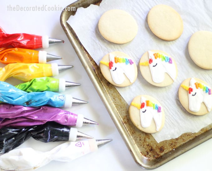 how to decorate simple unicorn cookies -- unicorn food -- unicorn party