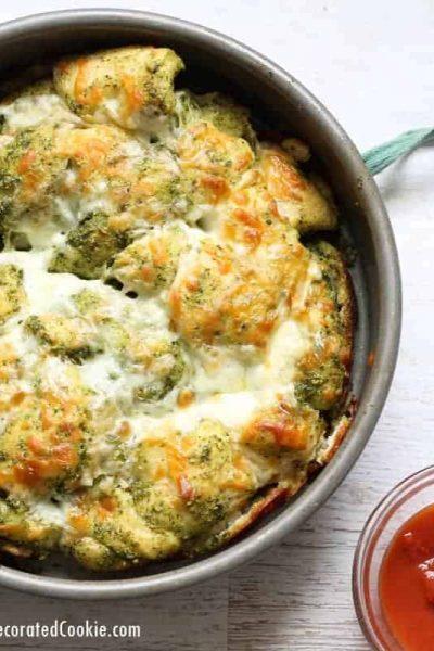 4-ingredient EASY pesto mozzarella pull-apart bread