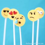 easy emoji candy pops