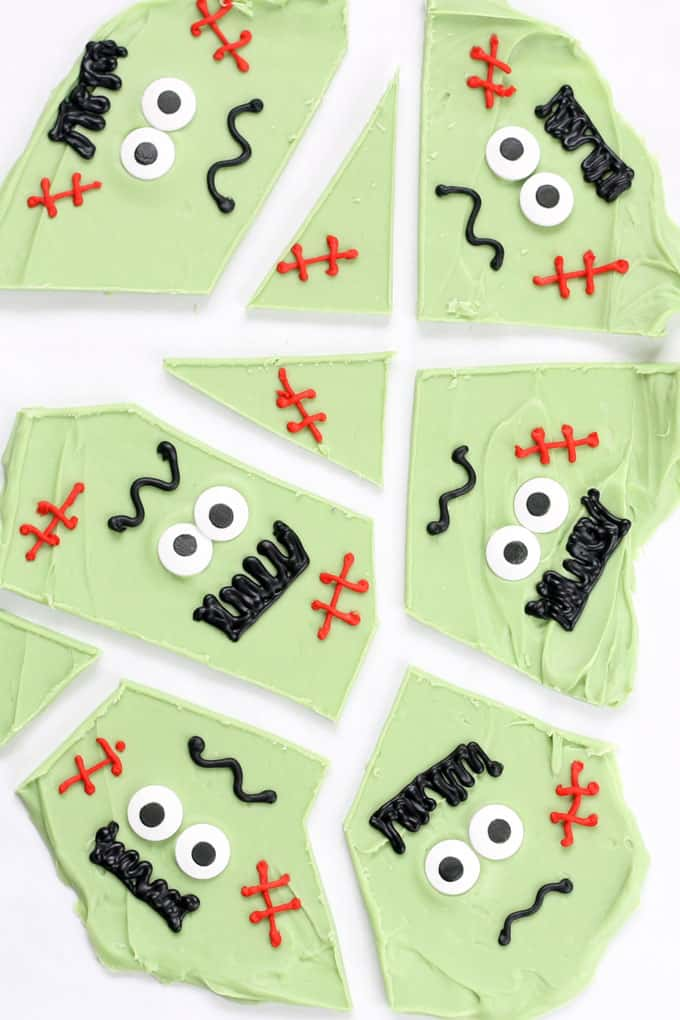 Easy delicious Frankenstein chocolate bark! A fun food treat idea for Halloween and an easy party food idea. Halloween chocolate bark is always a hit.