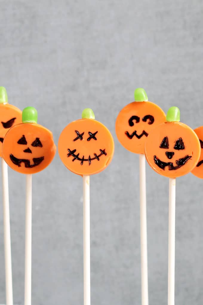 Jack O' Lantern candy pops! This fun food for Halloween is easy to make with the silicone lollipop mold. Chocolate Halloween lollipops.