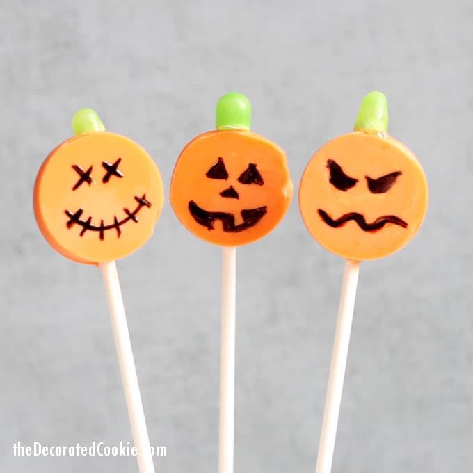 easy Halloween treat idea --chocolate pumpkin pops -- Jack O' Lantern candy pops