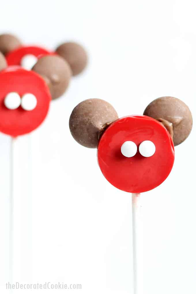 Thowing a Disney party and need some fun food ideas? Make these easy Mickey Mouse candy pops.  #Disney #DisneyParty #MickeyMouse #candy #Lollipops