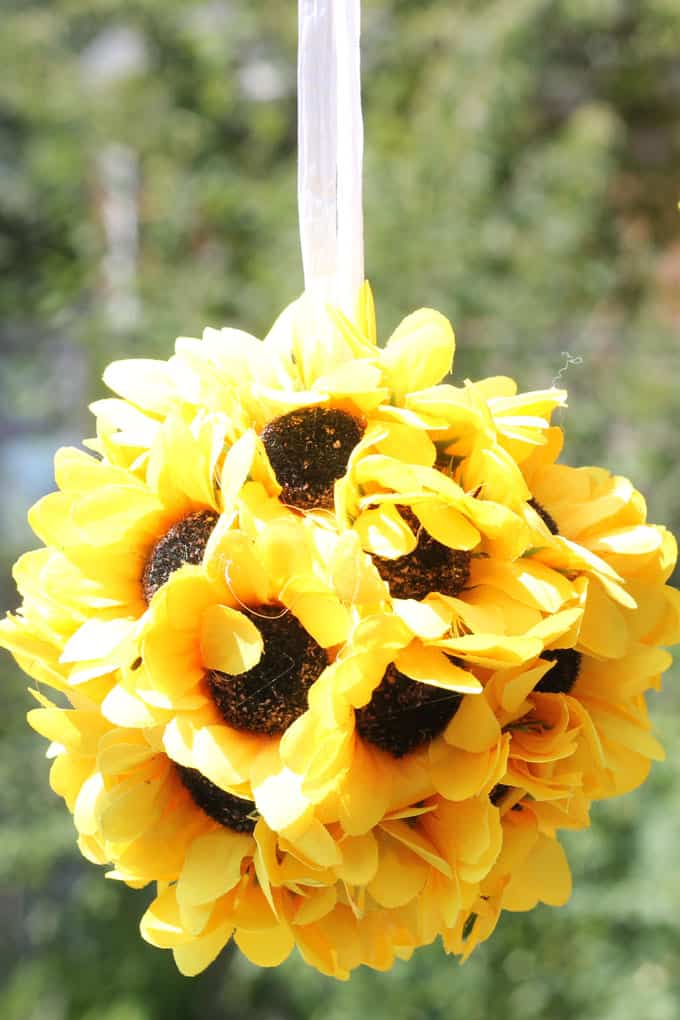 Easy sunflower kissing balls for DIY fall home decor. Use a wiffle ball, faux flowers, and hot glue. Video how-tos included.