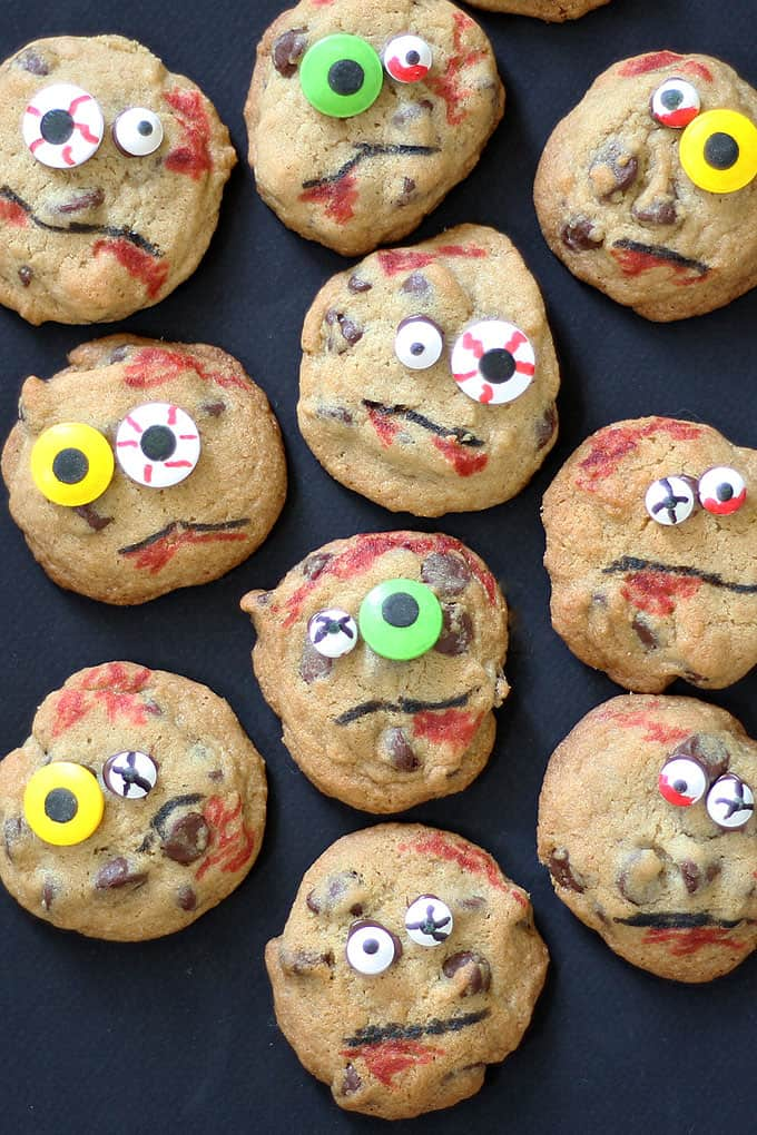 Zombie chocolate chip cookies are a fun and easy Halloween party food idea. Super creepy and spooky, but delicious! Use any chocolate chip cookies. #halloween #funfood #partyfood #halloweentreats #chocolatechipcookies #zombies #thewalkingdead