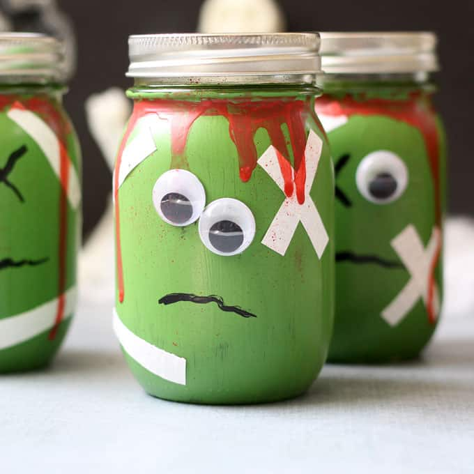 These zombie mason jars (with FREE brains printable!) are a great Halloween decor idea or fun container for packaging Halloween treats.  #masonjarcrafts #halloween #halloweencrafts #monster #zombie #freeprintable