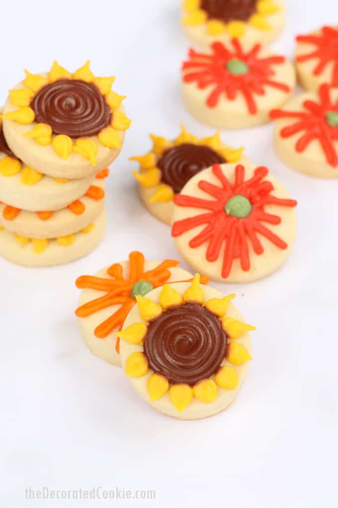 mini fall flower cookies -- simple decorated cookies for Fall -- video recipe #Fall #cookies #cookiedecorating #sunflowers #flowers