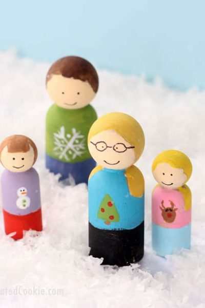 peg doll family holiday cards -- make personalized, unique Christmas cards this year
