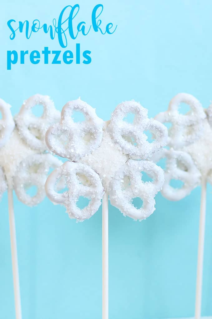 SNOWFLAKE PRETZELS These pretty snowflake pretzels pops combine the salty sweet flavors of chocolate and pretzels, and they are so easy to make. A perfect Christmas or winter treat.